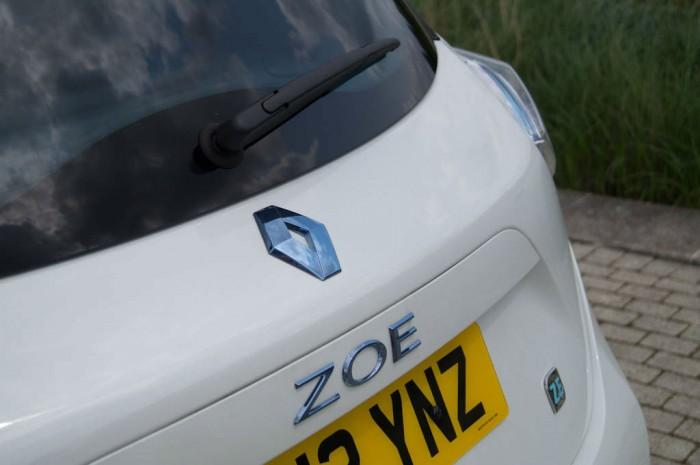 Renault ZOE Review Zoe Badge carwitter 700x465 - Electric Vehicles vs Diesel in 2017 - Electric Vehicles vs Diesel in 2017