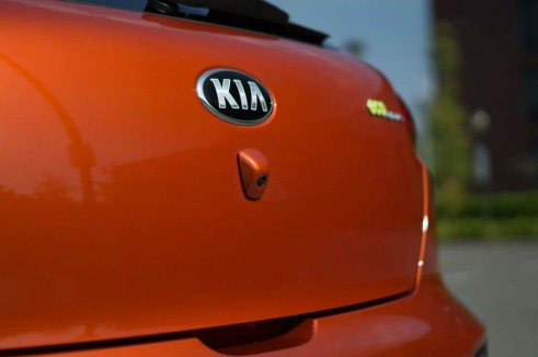 2013 Kia Proceed Review - Rear Reversing Camera - carwitter