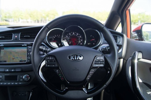 2013 Kia Proceed Review - Steering Wheel - carwitter