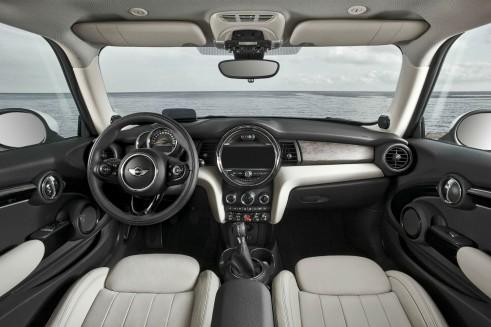 2014 MINI Cooper Hatch Dashboard - carwitter