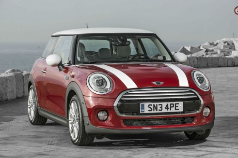 2014 MINI Cooper Hatch Front Angle - carwitter