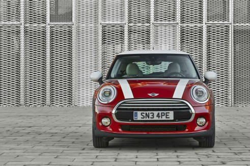 2014 MINI Cooper Hatch Front - carwitter