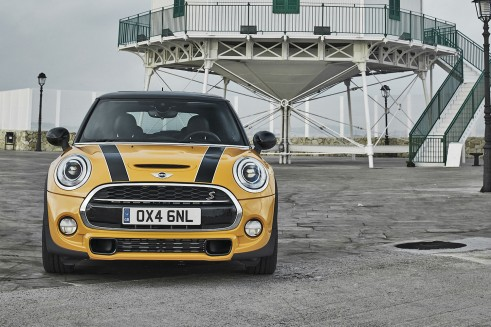 2014 MINI Cooper S Hatch Front - carwitter