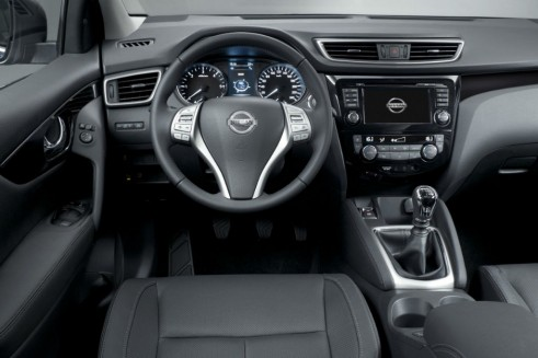 2014 Second Generation Nissan Qashqai Dashboard- carwitter