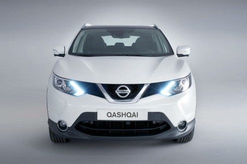 2014 Second Generation Nissan Qashqai Front - carwitter