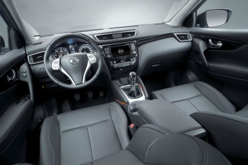 2014 Second Generation Nissan Qashqai Interior Dashboard - carwitter