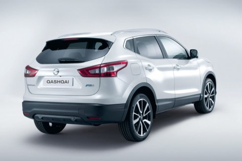 2014 Second Generation Nissan Qashqai Rear - carwitter