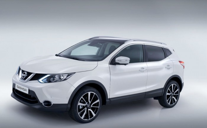 2014 Second Generation Nissan Qashqai Side carwitter 700x432 - 2014 Nissan Qashqai release date & specs announced - 2014 Nissan Qashqai release date & specs announced