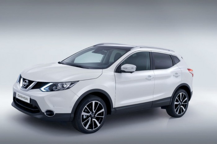 2014 Second Generation Nissan Qashqai Side carwitter 700x467 - 2014 Nissan Qashqai release date & specs announced - 2014 Nissan Qashqai release date & specs announced