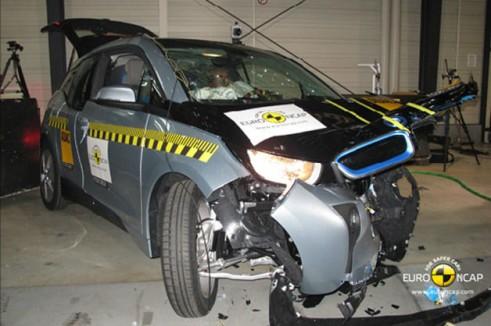 BMW i3 Euro NCAP Crash Test - Front Impact - carwitter