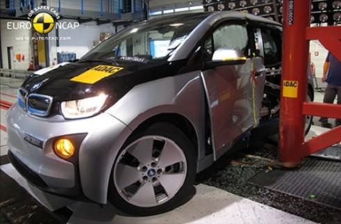 BMW i3 Euro NCAP Crash Test - Side Impact Pole - carwitter