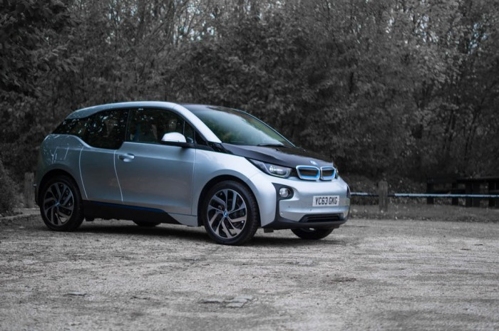 BMW i3 Review - Side Angle 2 - carwitter