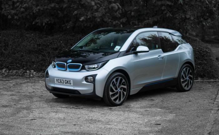 BMW i3 Review Side Angle carwitter 700x432 - BMW i3 Review – Concept to reality - BMW i3 Review – Concept to reality