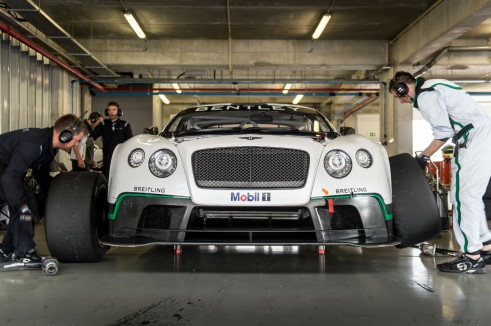 Bentley Continental GT3 Pits Tyre Change - carwitterjpg