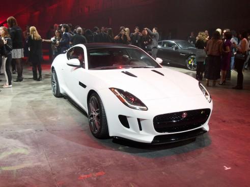 Jaguar F-Type LA Auto Show 2014 - Front - carwitter