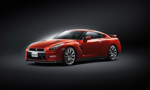 MY2014 Nissan GT-R - Front Angle - carwitter