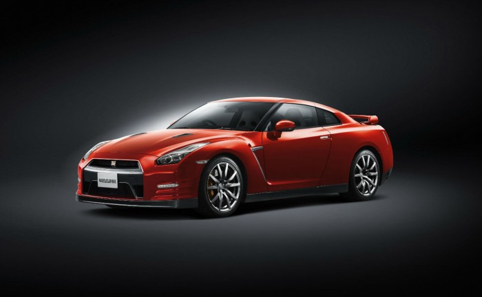 MY2014 Nissan GT R Front Angle carwitter 700x432 - 2014 Nissan GT-R Specs - 2014 Nissan GT-R Specs