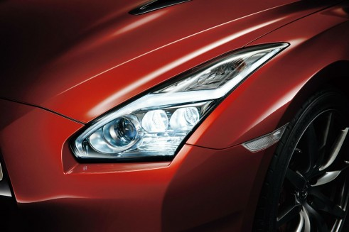 MY2014 Nissan GT-R - Headlights - carwitter