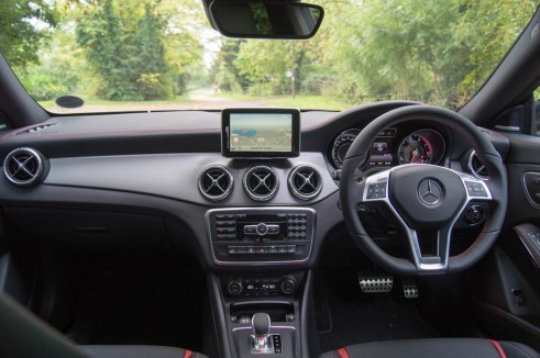 Mercedes Benz CLA45 AMG Review - Dashboard - carwitter
