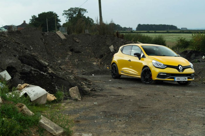 RenaultSport Clio 200 Turbo Review Front Scenic carwitter 700x465 - Renaultsport Clio 200 Turbo Review – Have Renault lost the lead? - Renaultsport Clio 200 Turbo Review – Have Renault lost the lead?