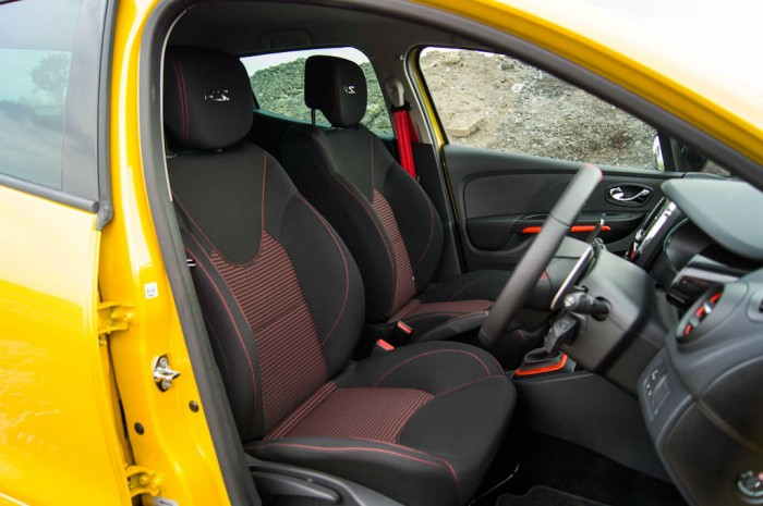 RenaultSport Clio 200 Turbo Review Front Seats carwitter 700x465 - Renaultsport Clio 200 Turbo Review – Have Renault lost the lead? - Renaultsport Clio 200 Turbo Review – Have Renault lost the lead?