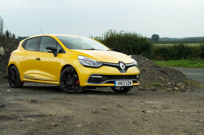 RenaultSport Clio 200 Turbo Review Side Angle Low carwitter 700x465 - Renaultsport Clio 200 Turbo Review – Have Renault lost the lead? - Renaultsport Clio 200 Turbo Review – Have Renault lost the lead?
