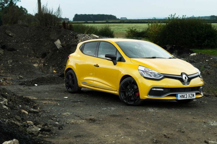 RenaultSport Clio 200 Turbo Review Side Angle carwitter 700x465 - Renaultsport Clio 200 Turbo Review – Have Renault lost the lead? - Renaultsport Clio 200 Turbo Review – Have Renault lost the lead?