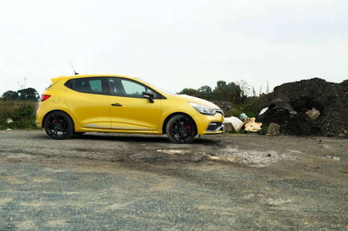 RenaultSport Clio 200 Turbo Review Side On carwitter 700x465 - Renaultsport Clio 200 Turbo Review – Have Renault lost the lead? - Renaultsport Clio 200 Turbo Review – Have Renault lost the lead?