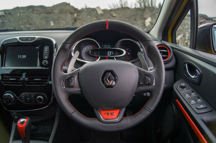 RenaultSport Clio 200 Turbo Review Steering Wheel carwitter 700x465 - Renaultsport Clio 200 Turbo Review – Have Renault lost the lead? - Renaultsport Clio 200 Turbo Review – Have Renault lost the lead?