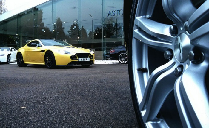 V12VantageSFront4 Carwitter 1 700x432 - An hour with the Aston Martin V12 Vantage S - An hour with the Aston Martin V12 Vantage S