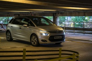 2013 Citroen C4 Picasso Review Front Angle Scene carwitter 300x199 - Citroen C4 Picasso Review – The modern MPV - Citroen C4 Picasso Review – The modern MPV