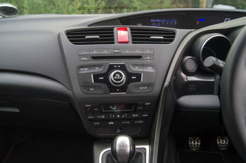 2013 Honda Civic Review Stereo Dashboard carwitter 491x326 - 2013 Honda Civic Review – Perfect family hatch - 2013 Honda Civic Review – Perfect family hatch
