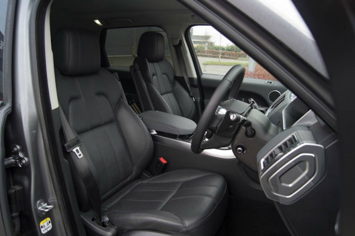 2013 Range Rover Sport Review Front Seats carwitter 700x465 - What to expect when driving a new Range Rover Sport for the first time - What to expect when driving a new Range Rover Sport for the first time