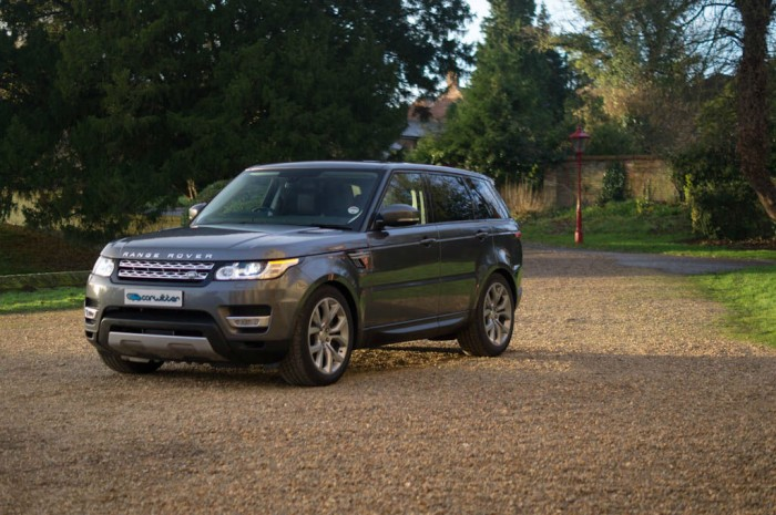 2013 Range Rover Sport Review Side Angle carwitter 700x465 - What to expect when driving a new Range Rover Sport for the first time - What to expect when driving a new Range Rover Sport for the first time