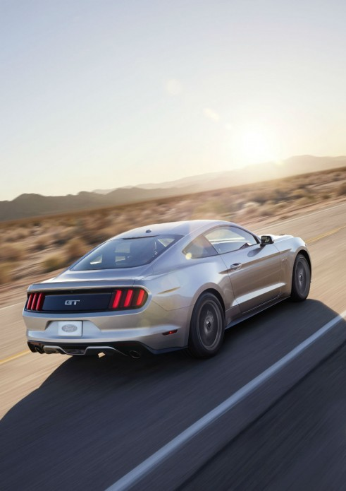 2014 2015 Ford Mustang Rear Angle Vert - carwitter