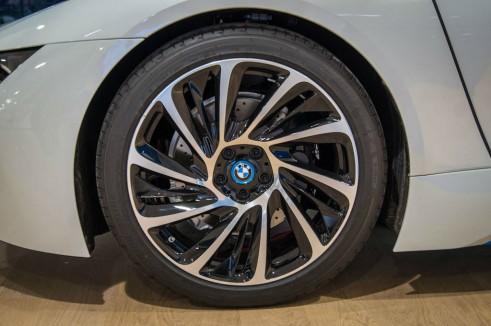 BMW i8 Park Lane London - 20 BMW i Turbine 625 alloy wheels - carwitter