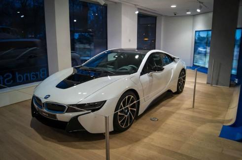 BMW i8 Park Lane London - Front Angle - carwitter