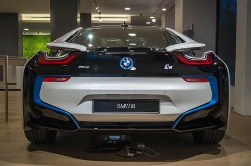 BMW i8 Park Lane London - Rear - carwitter