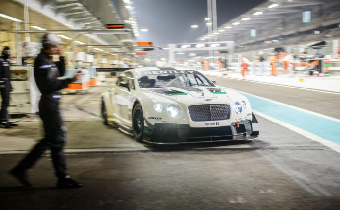 Bentley Continental GT3 leaving pit Gulf 12 Hour 2013 carwitter 700x432 - Bentley Continental GT3 gets 4th place at first outing! - Bentley Continental GT3 gets 4th place at first outing!