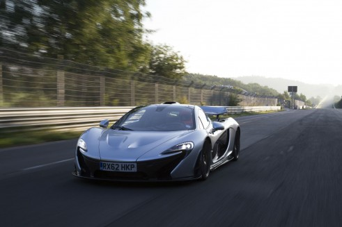 McLaren_P1_Nurburgring_Lap_time_shot- carwitter
