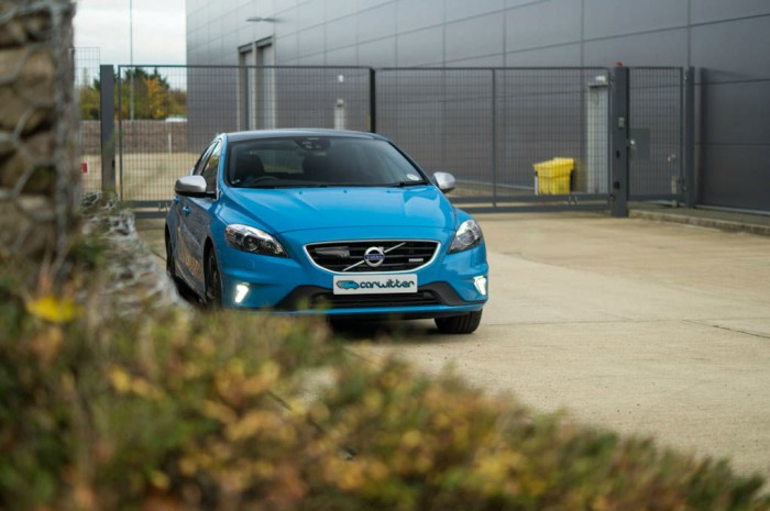 Volvo V40 T5 Review Front Angle carwitter 700x465 - Volvo V40 T5 Review – Safety fast - Volvo V40 T5 Review – Safety fast