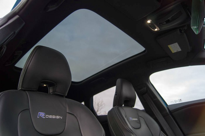 Volvo V40 T5 Review Panoramic Glass Sunroof carwitter 700x465 - Volvo V40 T5 Review – Safety fast - Volvo V40 T5 Review – Safety fast