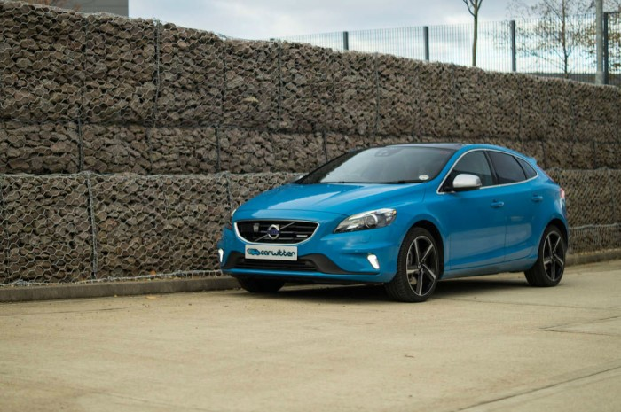 Volvo V40 T5 Review Side Angle carwitter 700x465 - Volvo V40 T5 Review – Safety fast - Volvo V40 T5 Review – Safety fast
