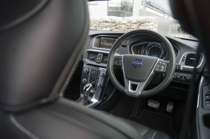 Volvo V40 T5 Review Steering Wheel Angle carwitter 700x465 - Volvo V40 T5 Review – Safety fast - Volvo V40 T5 Review – Safety fast