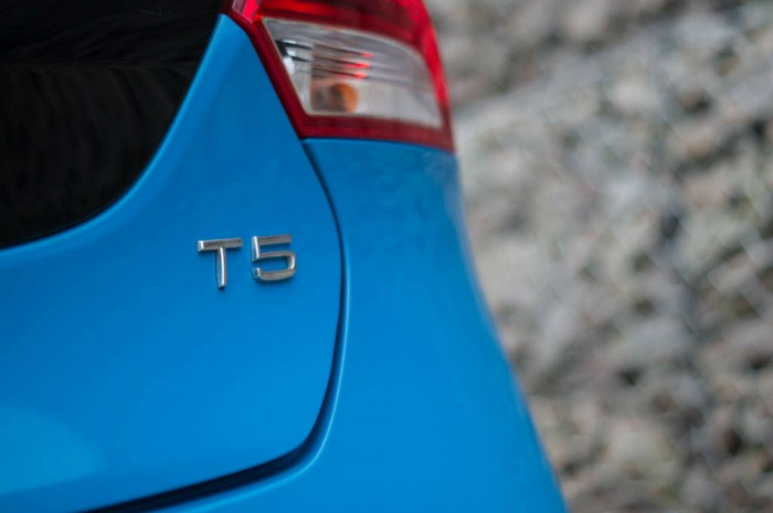 Volvo V40 T5 Review T5 Badge carwitter 700x465 - Volvo V40 T5 Review – Safety fast - Volvo V40 T5 Review – Safety fast