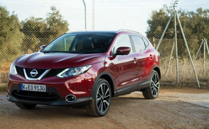 2014 Nissan Qashqai 1.2 DIG-T Review - Front Side Angle Close - carwitter