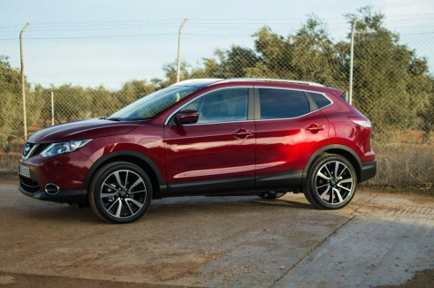 2014 Nissan Qashqai Review Side carwitter 491x326 - 2014 Nissan Qashqai 1.2 DIG-T Review – The crossover reboot? - 2014 Nissan Qashqai 1.2 DIG-T Review – The crossover reboot?