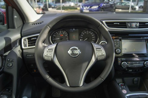 2014 Nissan Qashqai Review Steering Wheel carwitter 491x326 - 2014 Nissan Qashqai 1.2 DIG-T Review – The crossover reboot? - 2014 Nissan Qashqai 1.2 DIG-T Review – The crossover reboot?