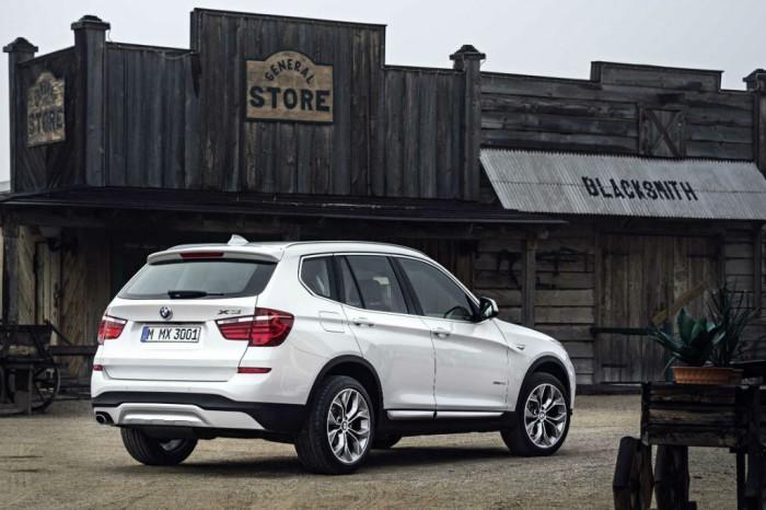 2014 BMW X3 rear 2 carwitter 700x466 - 2014 BMW X3 Price & Specs - 2014 BMW X3 Price & Specs