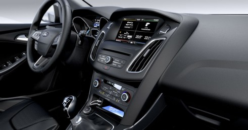 2014 Ford Focus interior 2 - carwitter